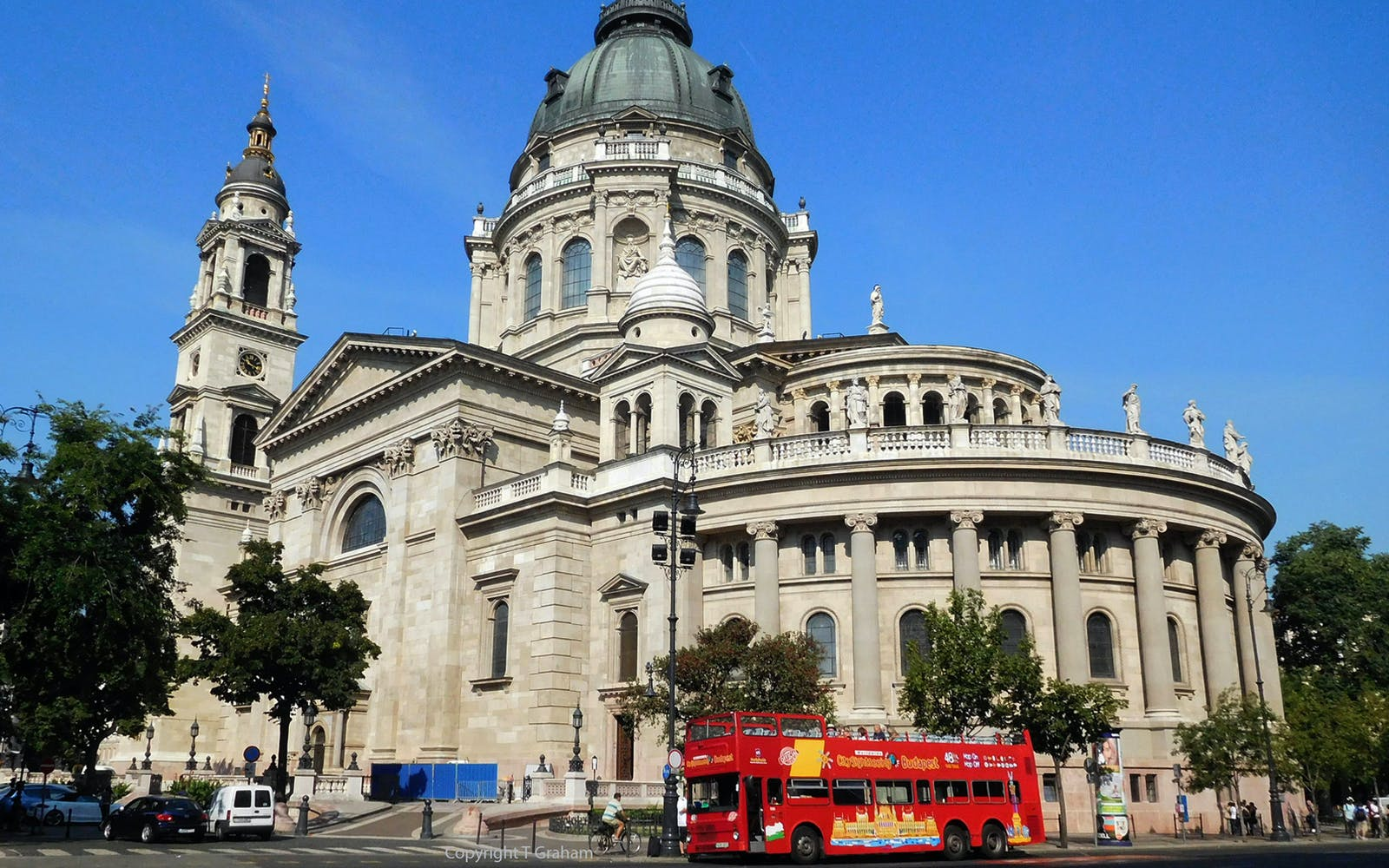 budapest hop on hop off bus with boat and night tour-1