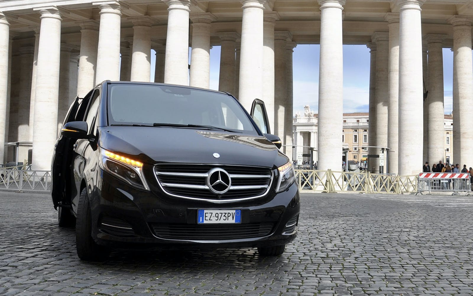 rome hotels to fiumicino airport shared shuttle transfer-1