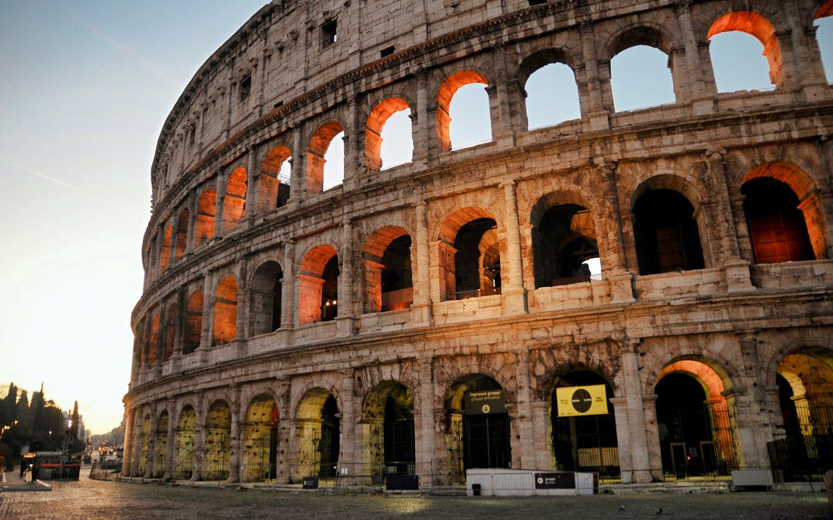 guided walking tour of rome + colosseum, roman forum and palatine hill-1