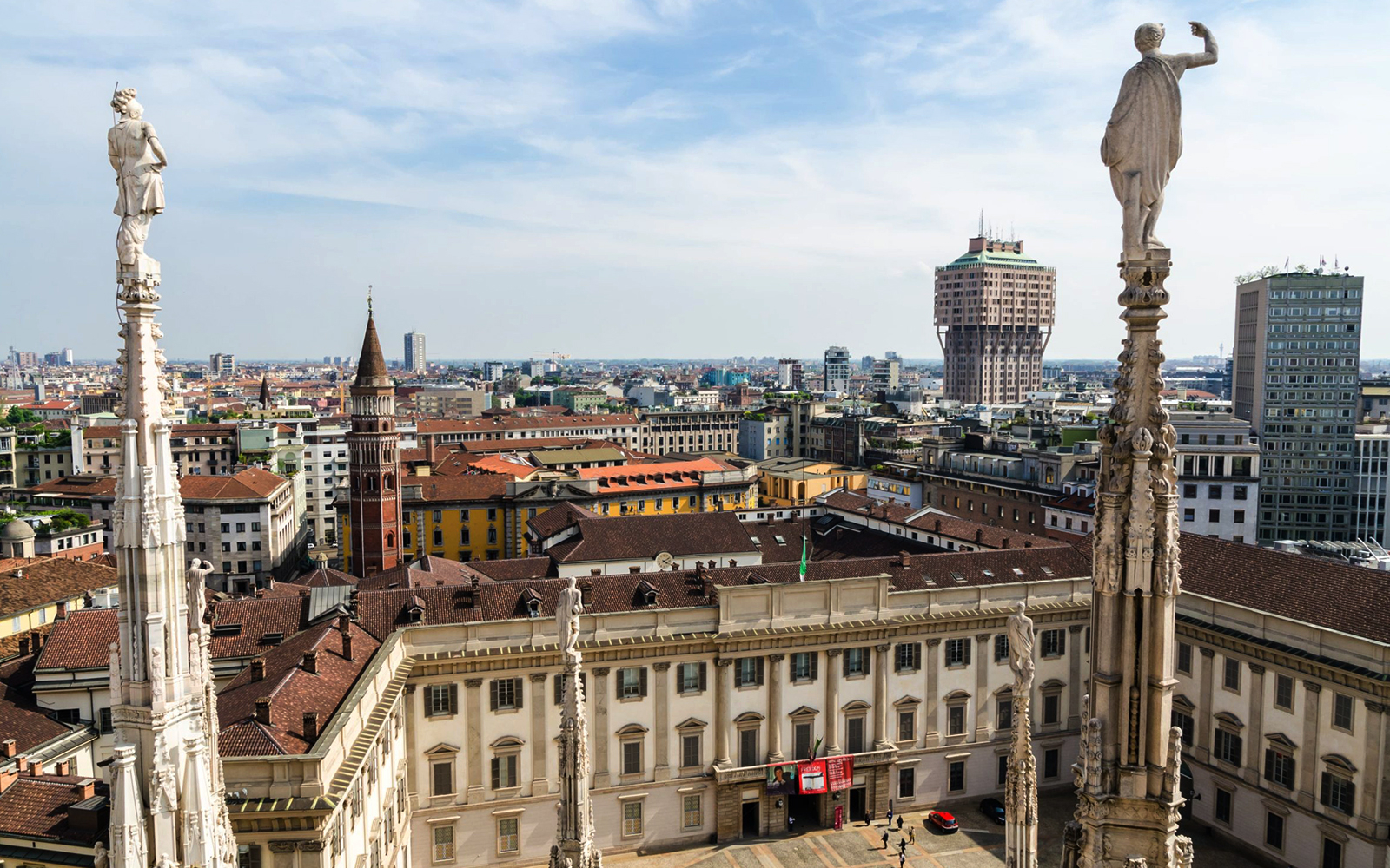 B90aed7d 30be 47c7 8a93 11fed0135370 8907 milan guided tour of the duomo cathedral with optional rooftop access and tour 02