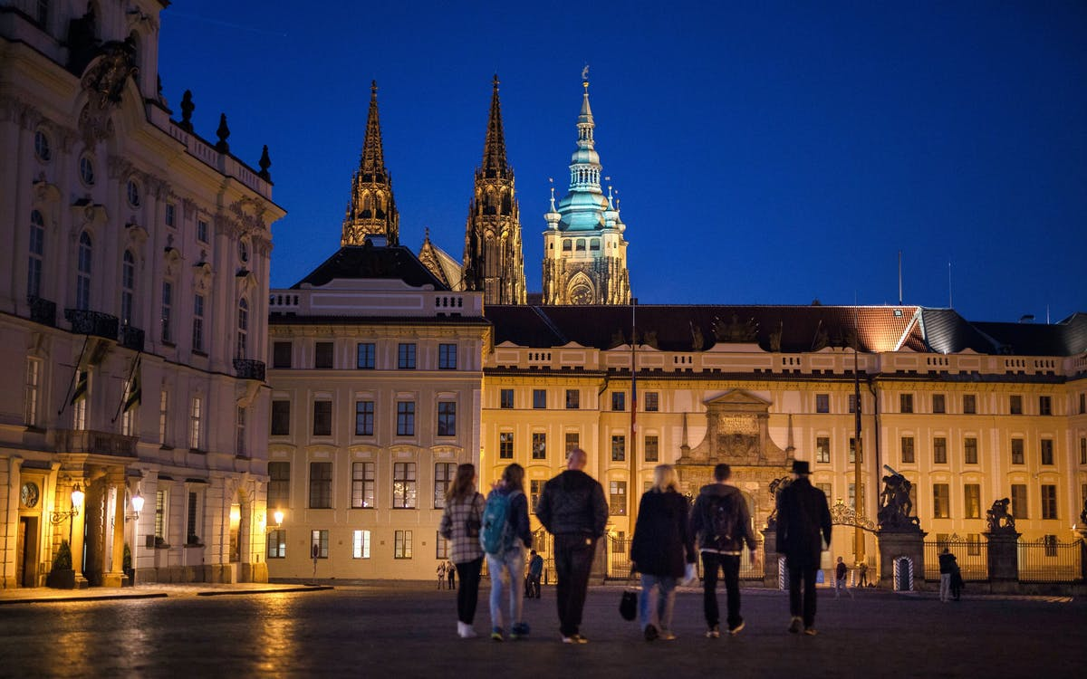 after dark guided tour of prague castle and old town -1