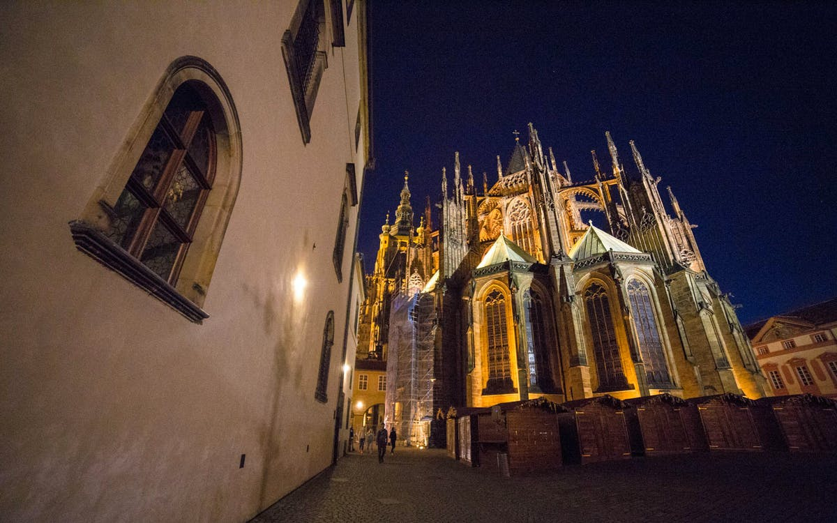 prague castle after dark guided tour -1