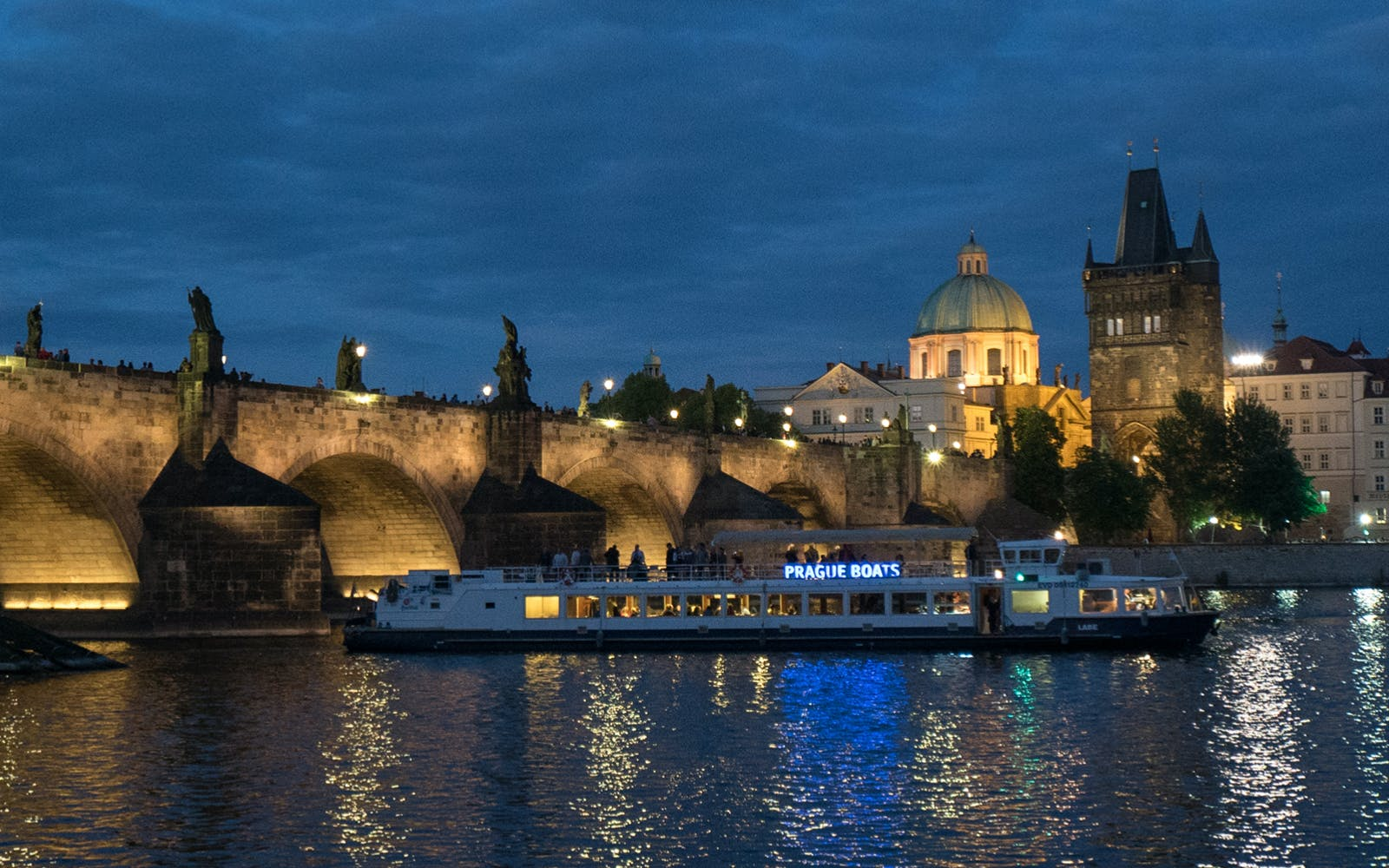 prague river dinner cruise-2