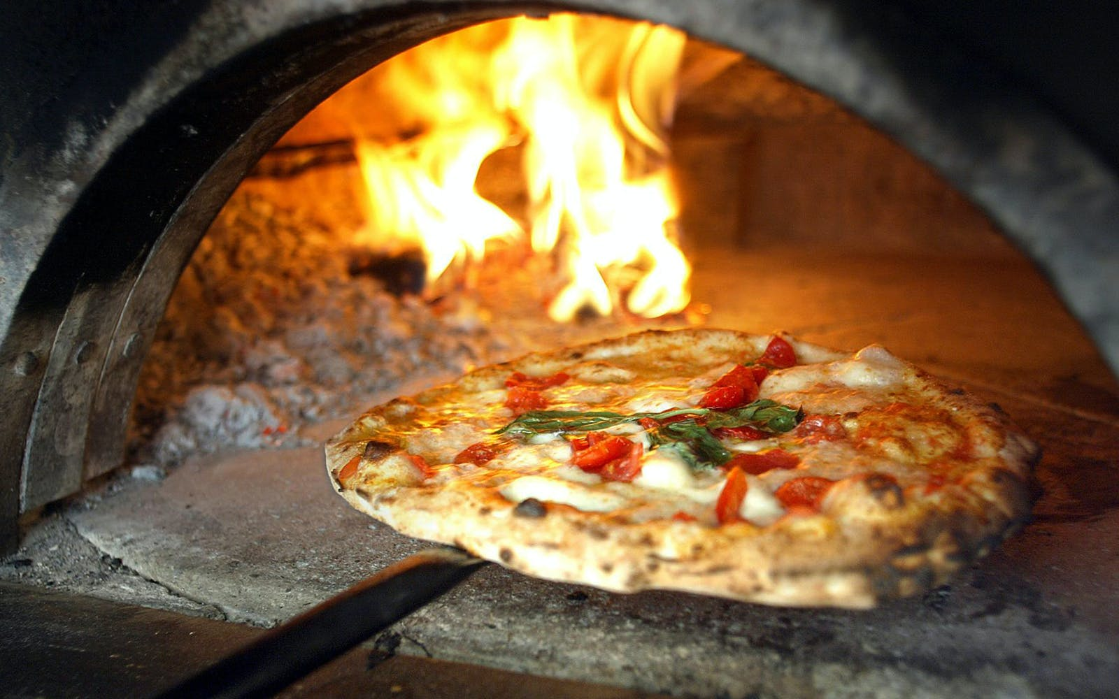 Pizza Making Class in Naples