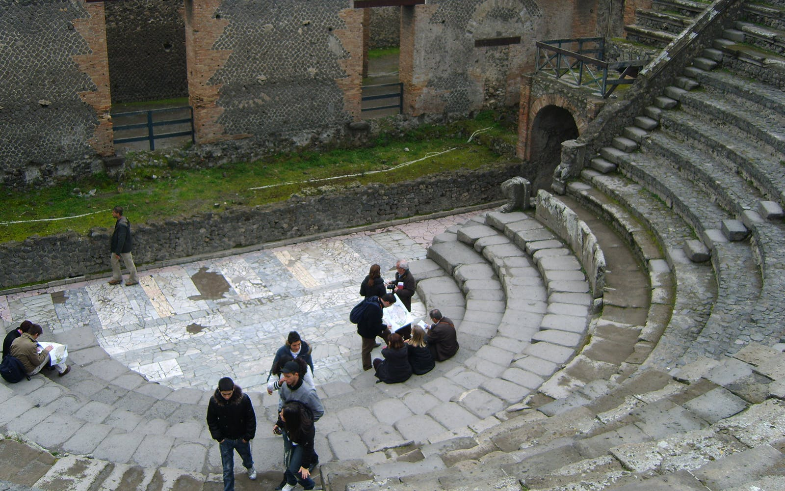 pompeii guided tour with transfers from naples-5