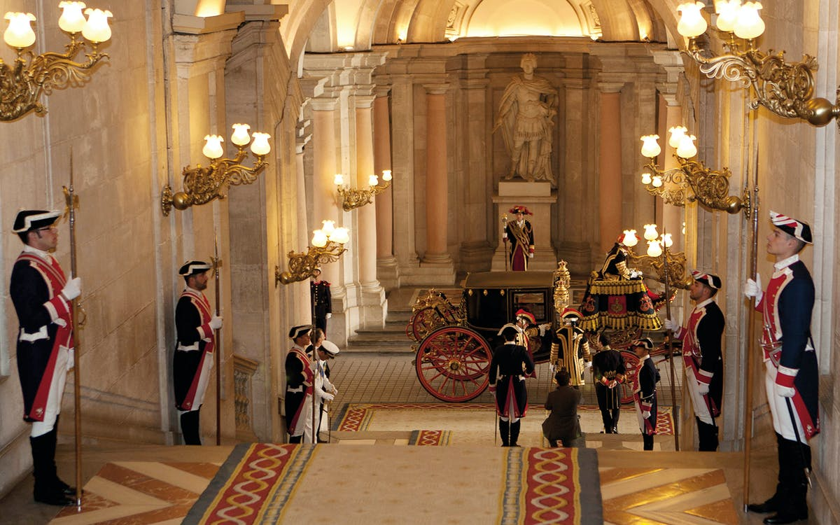 skip the line combo : guided tour of royal palace + guided tour of prado museum-3