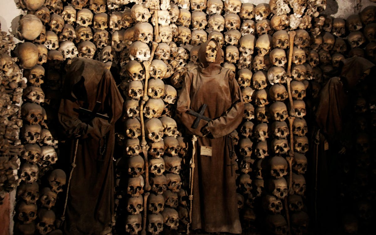 crypts and catacombs and dark heart of rome tour-2