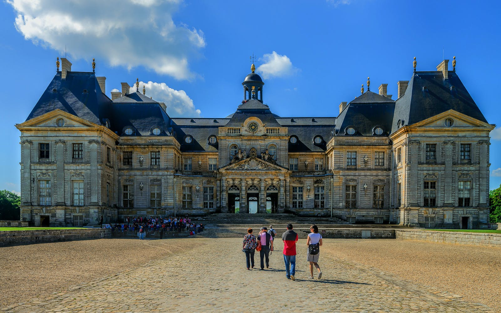 day trip to castles of fontainebleau & vaux le vicomte from paris with audioguid-1