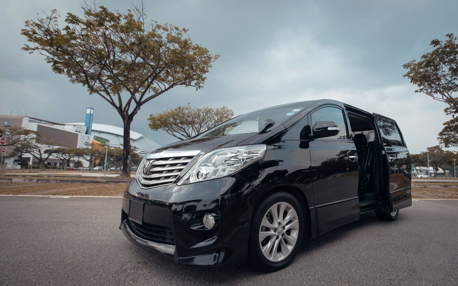 private airport transfers 6 seater car-1