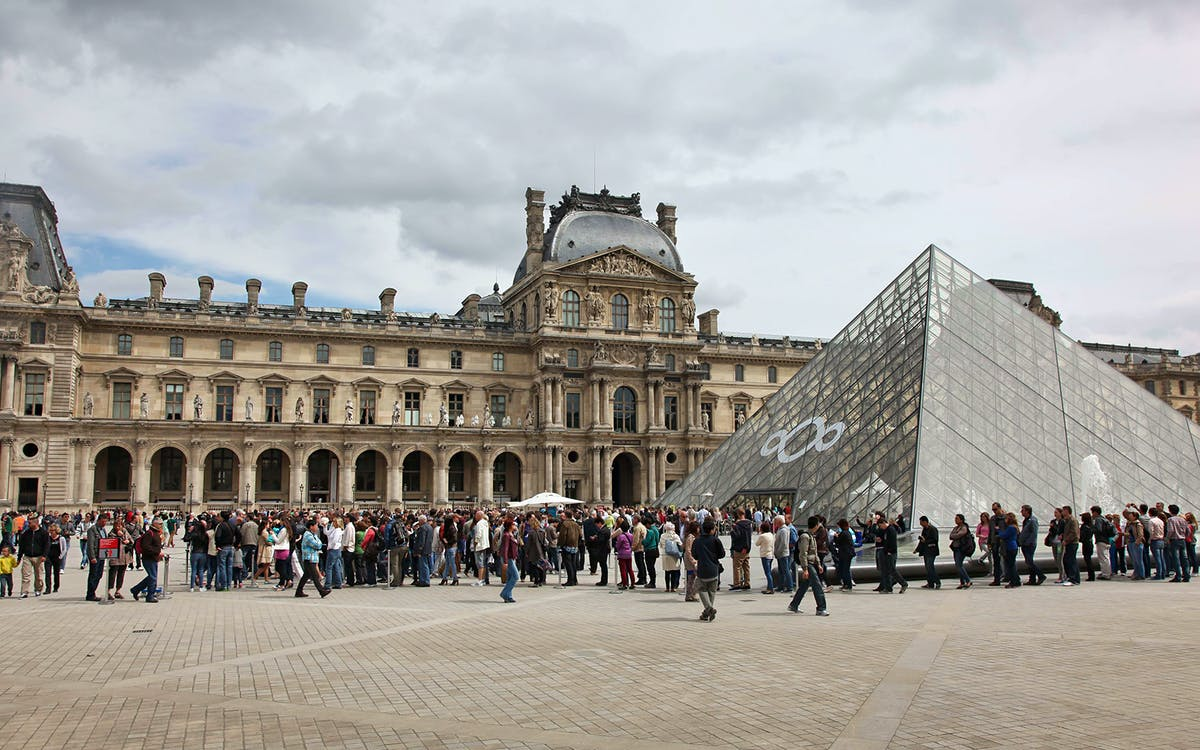 skip the line: extended louvre masterpieces & royal palace group tour-1