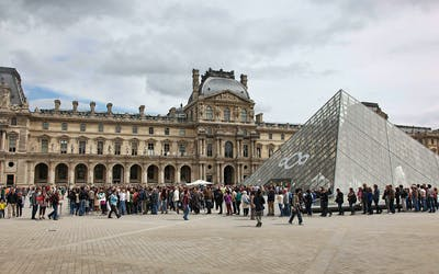 Louvre Museum : Masterpieces & Royal Palace Guided Tour