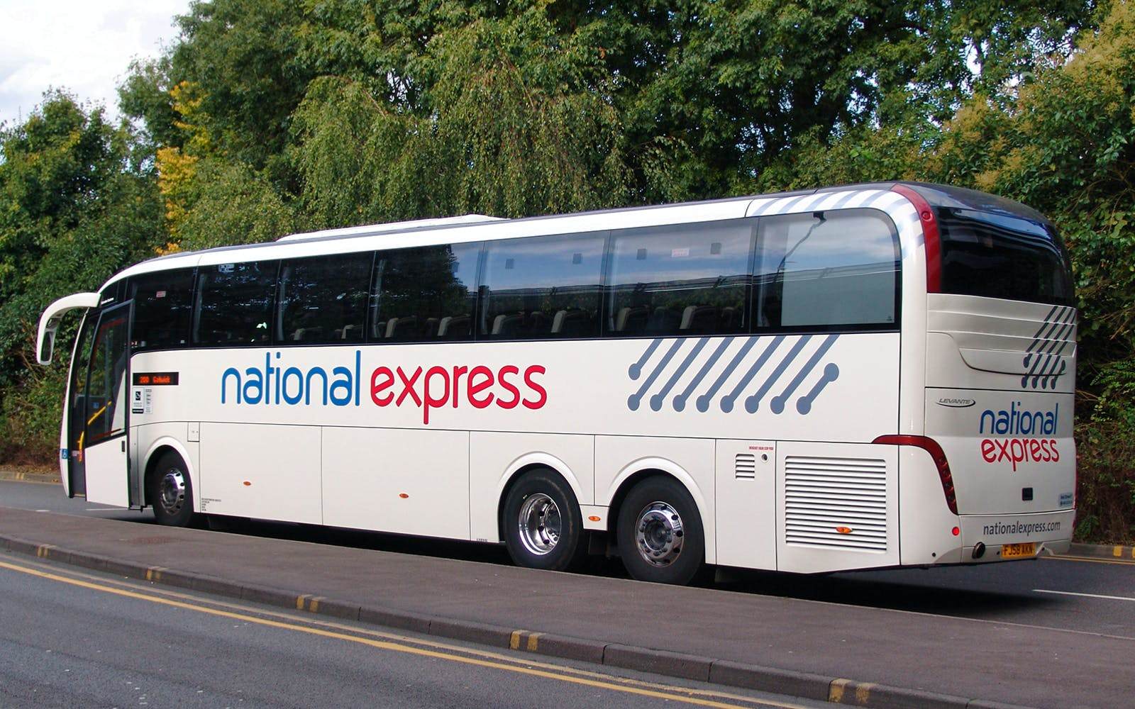 Luton Airport to Victoria Station Bus Transfers