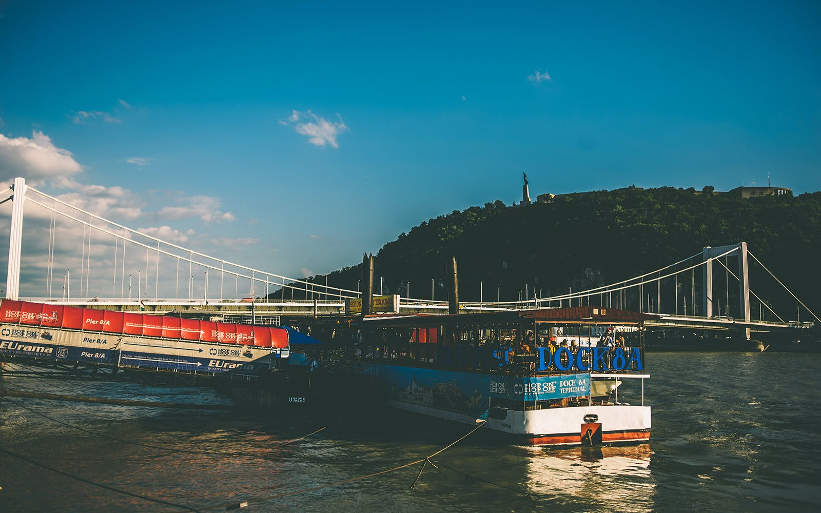 Budapest River Sightseeing Cruise with Drinks