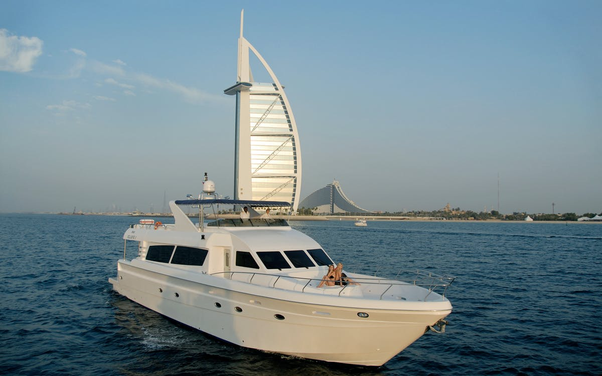 luxury yacht guided tour with food - dubai marina-4