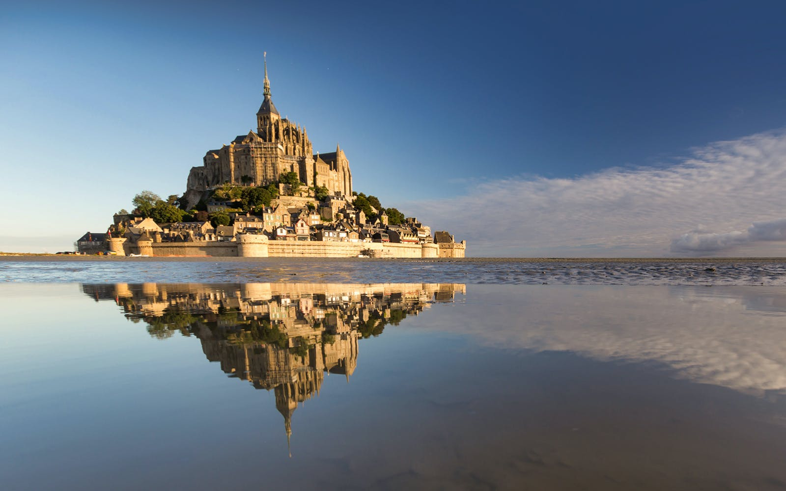 Mont St. Michel Full Day Guided Tour from Paris