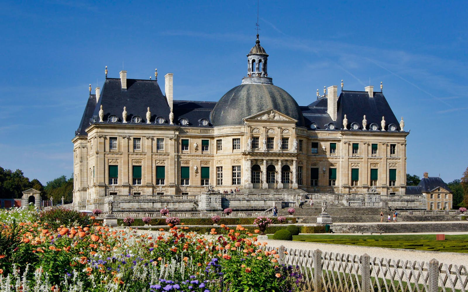 Full Day Guided Tour of Castles of Fontainebleau & Vaux le Vicomte from Paris