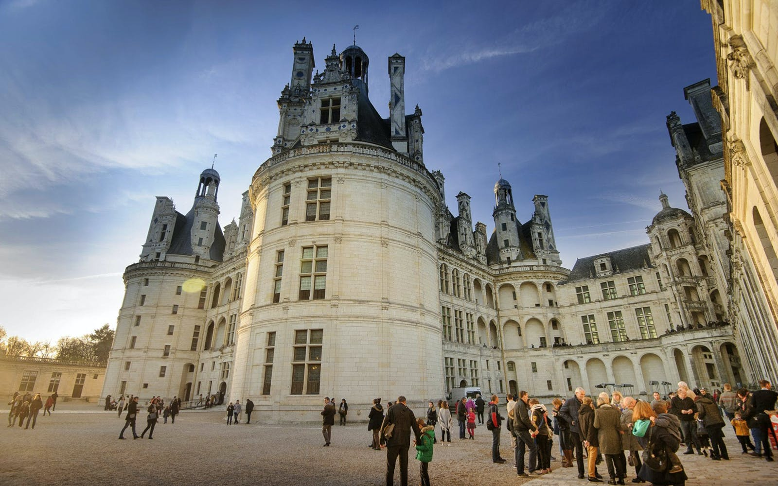 full dayguided tour of the loire valley châteaux and wine tasting-2