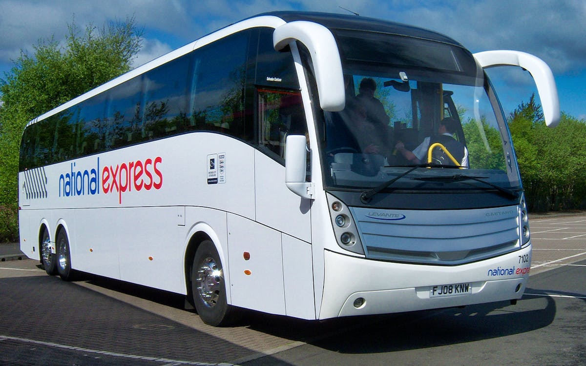 stansted airport to liverpool station bus transfers-1
