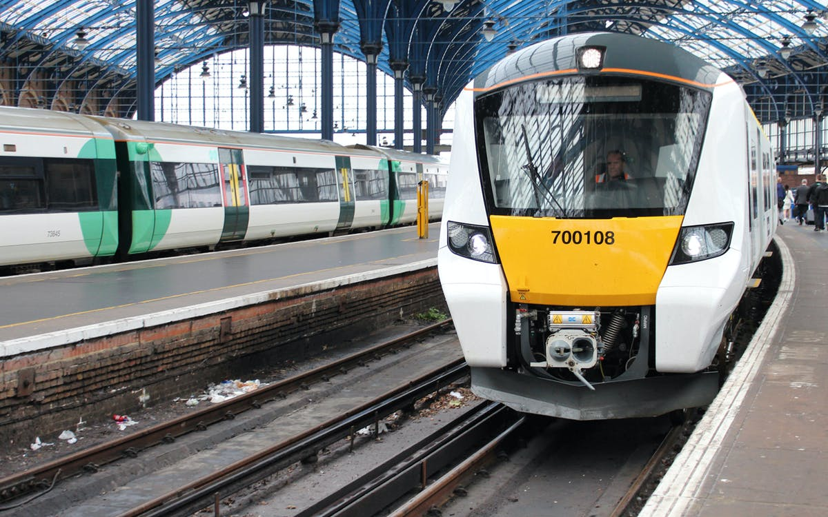 luton airport thameslink: superfast train to/from london-1