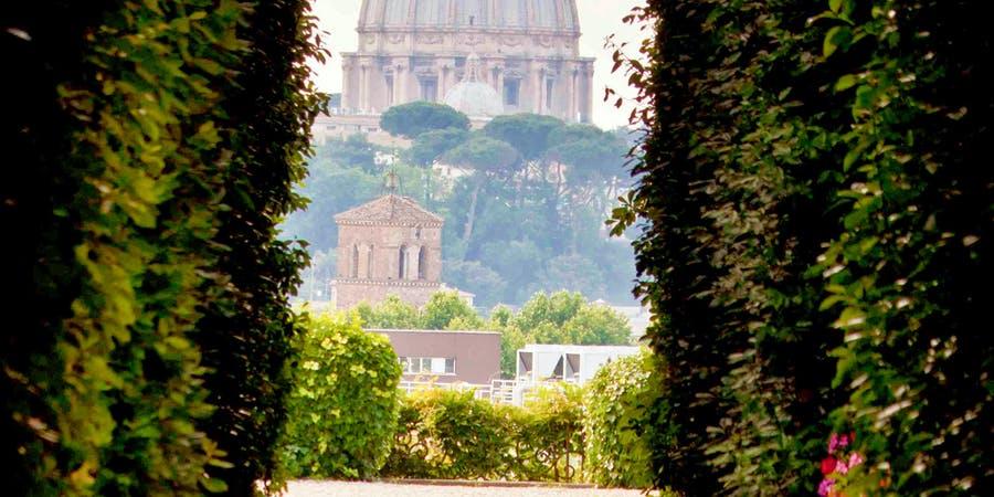 rome in april-Walk on Walk off Rome