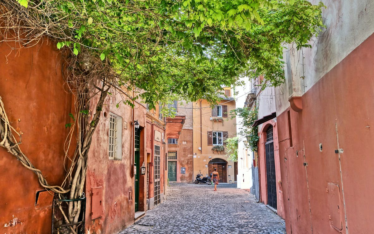 explore trastevere with a local!-1