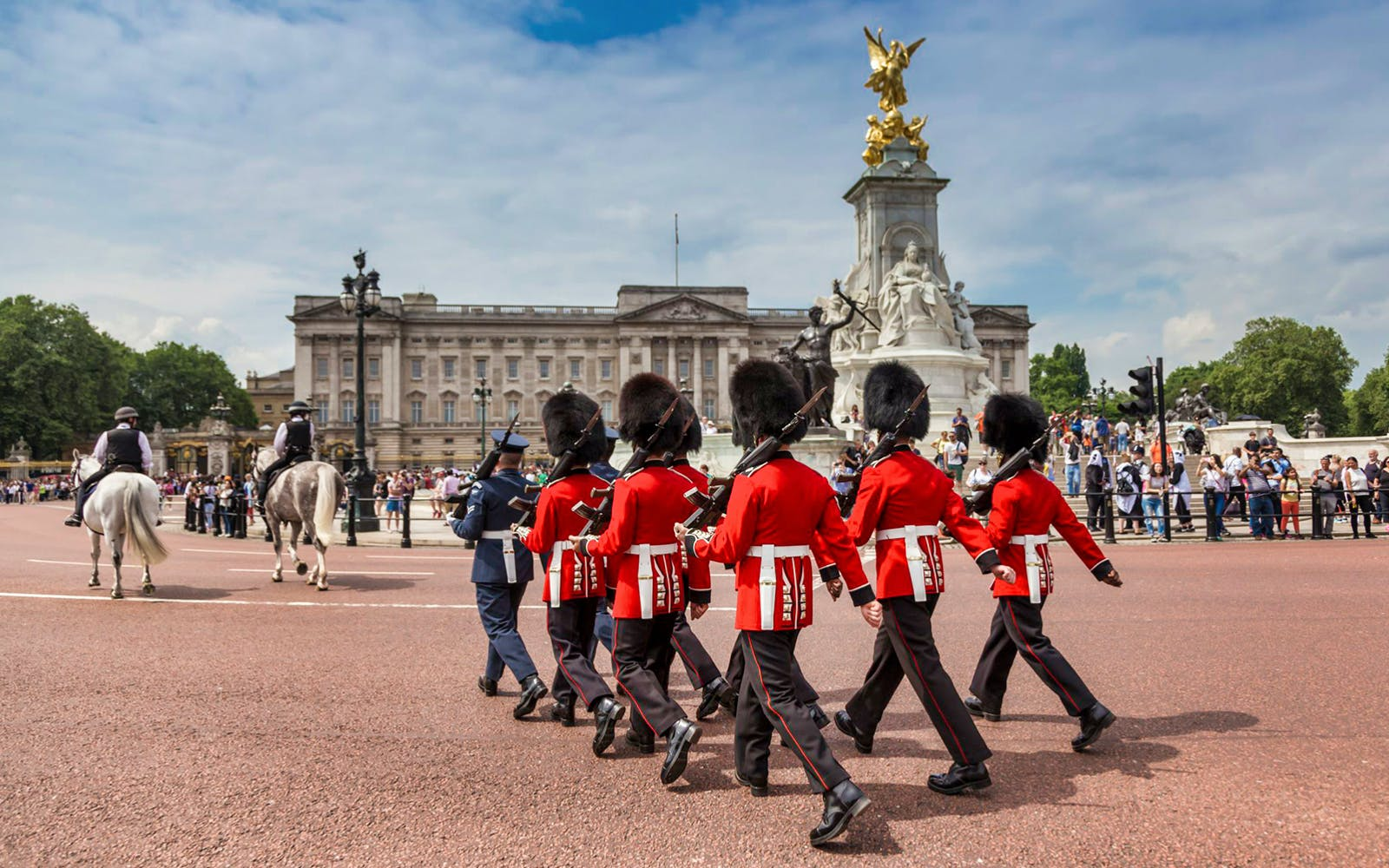 buckingham palace tickets with 24 hrs hop on hop off bus tour-3
