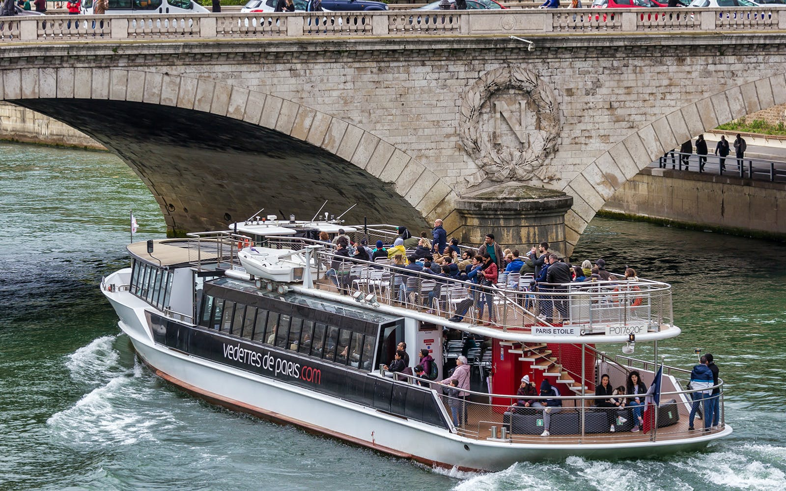 seine river sightseeing cruise with champagne-3