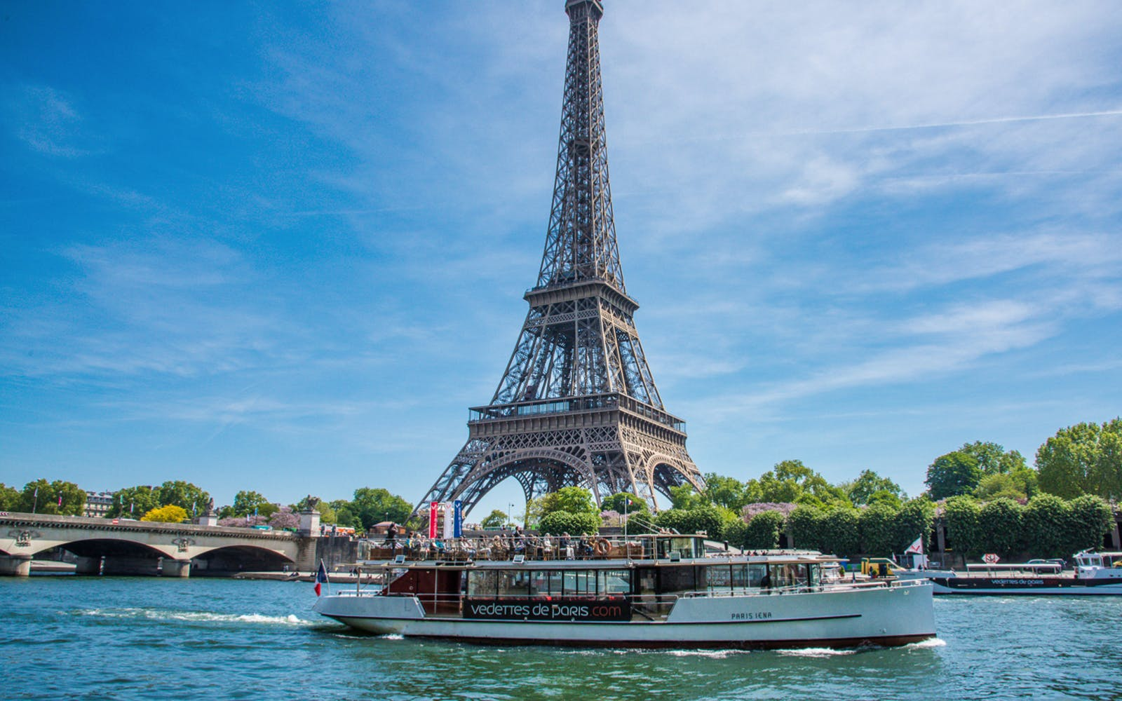 seine river sightseeing cruise with champagne-2