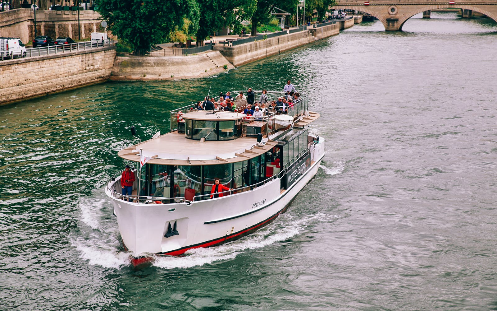 seine river sightseeing cruise with champagne-1