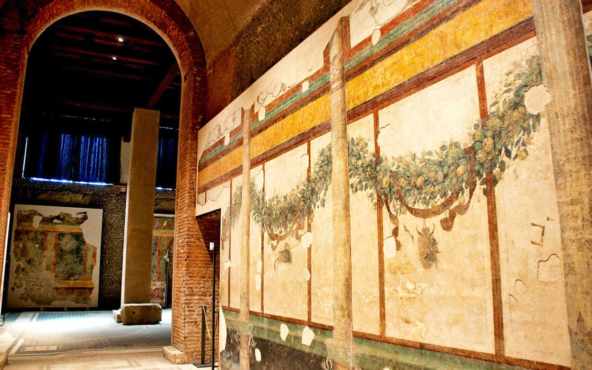 Vip caesar s palace tour with colosseum and roman forum for Case vip roma
