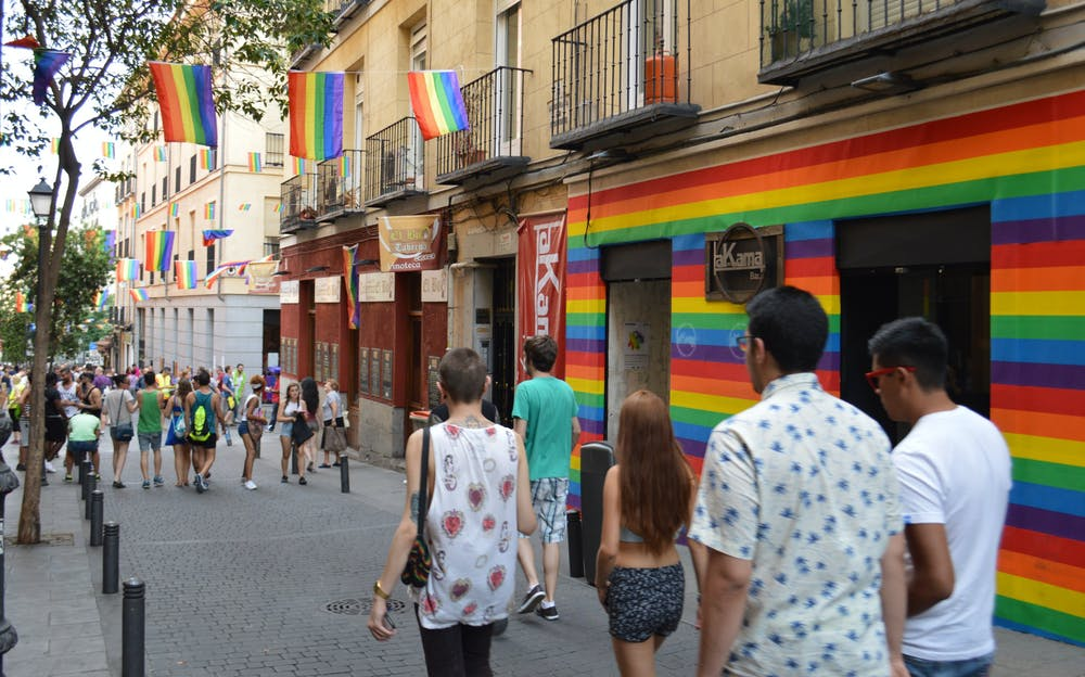 lieu rencontre gay paris à Les Abymes
