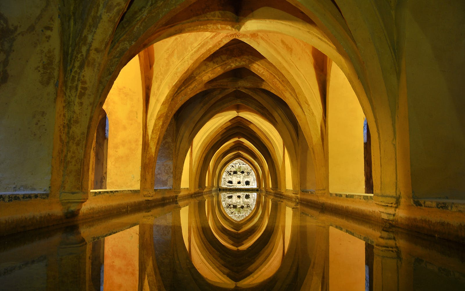 fast track guided tour to alcazar of seville-3