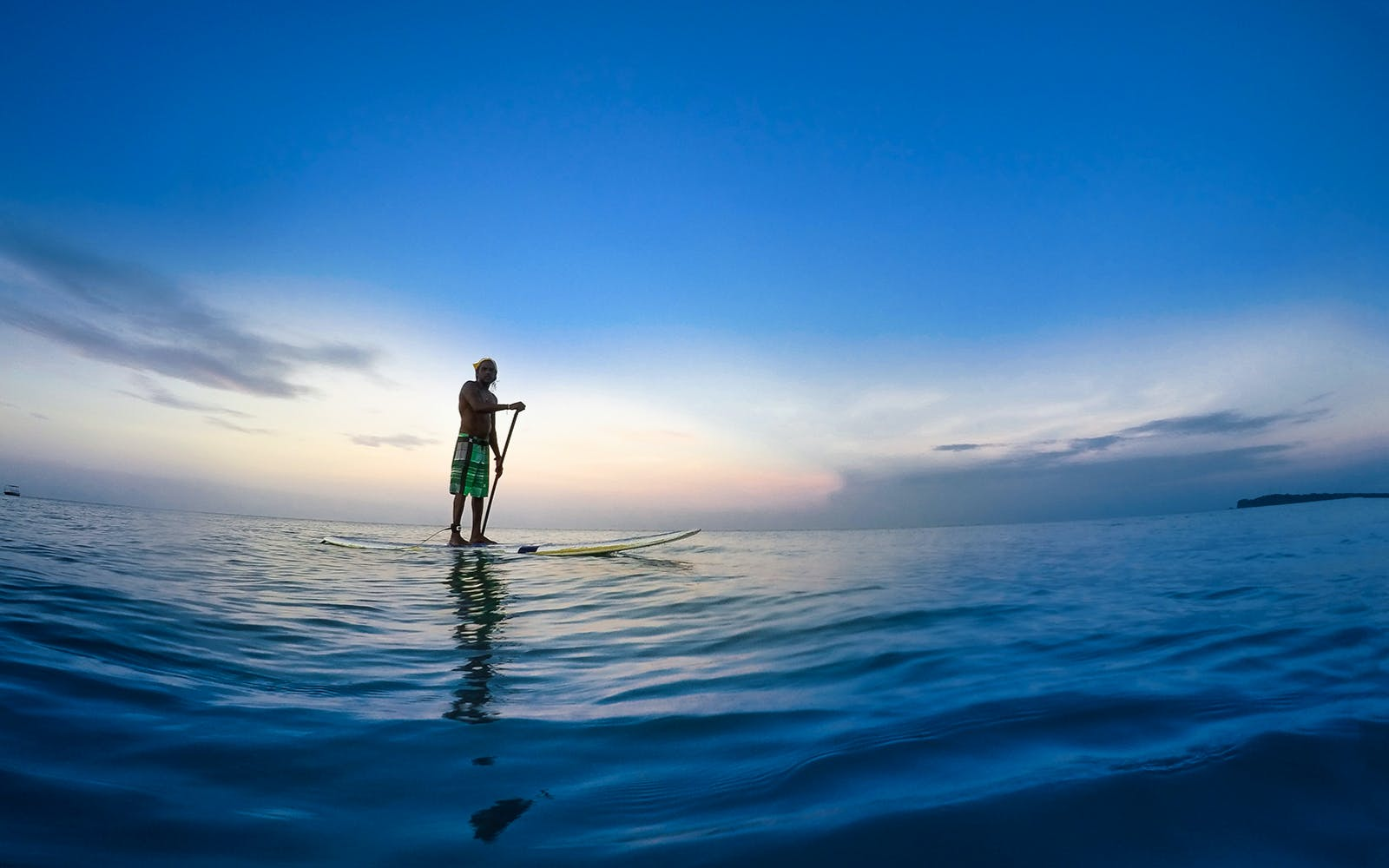Water sports in Dubai - paddleboarding