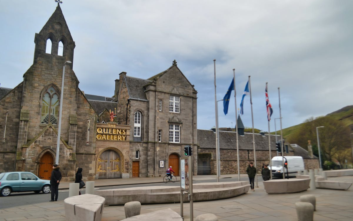 queen's gallery - palace of holyroodhouse tickets with audio guide-1