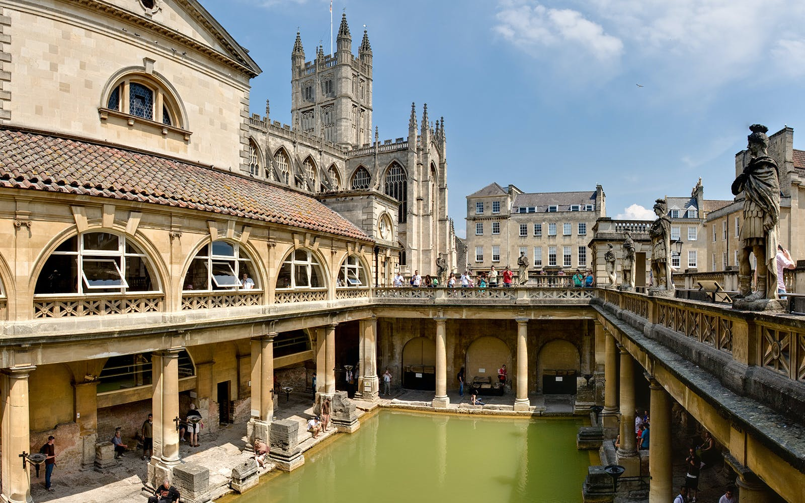 Windsor Castle, Stonehenge and Bath Tour with Access to Roman Bath from London