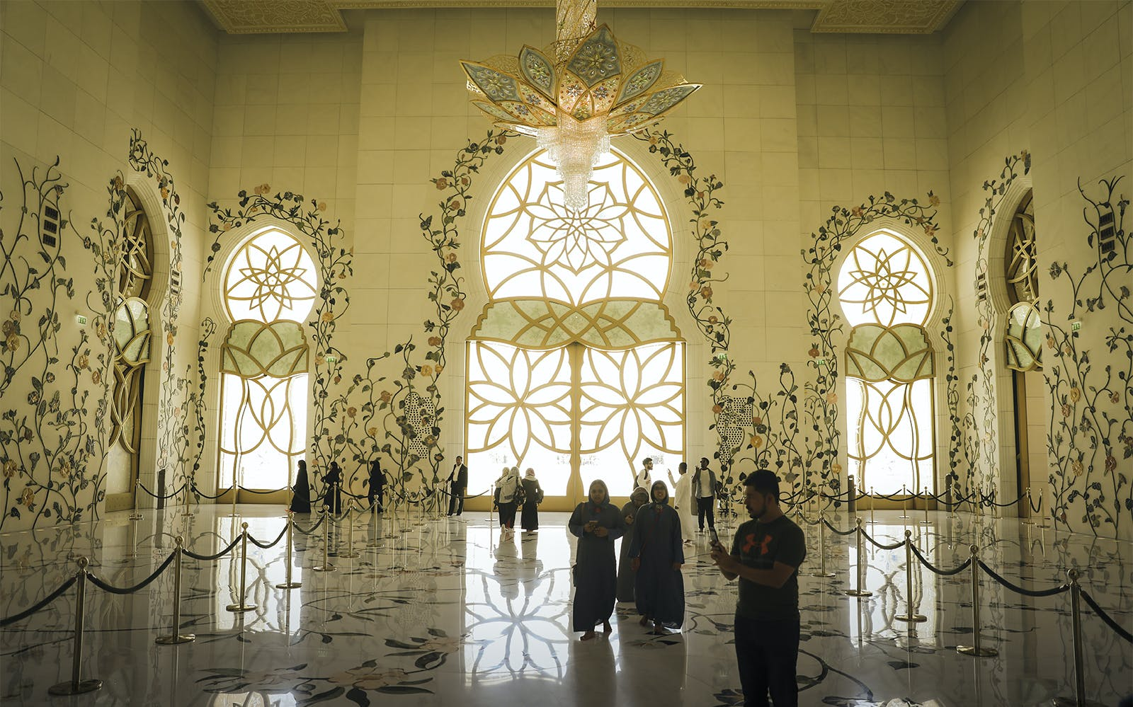 sheikh zayed grand mosque with fast track entrance with guided tour-2