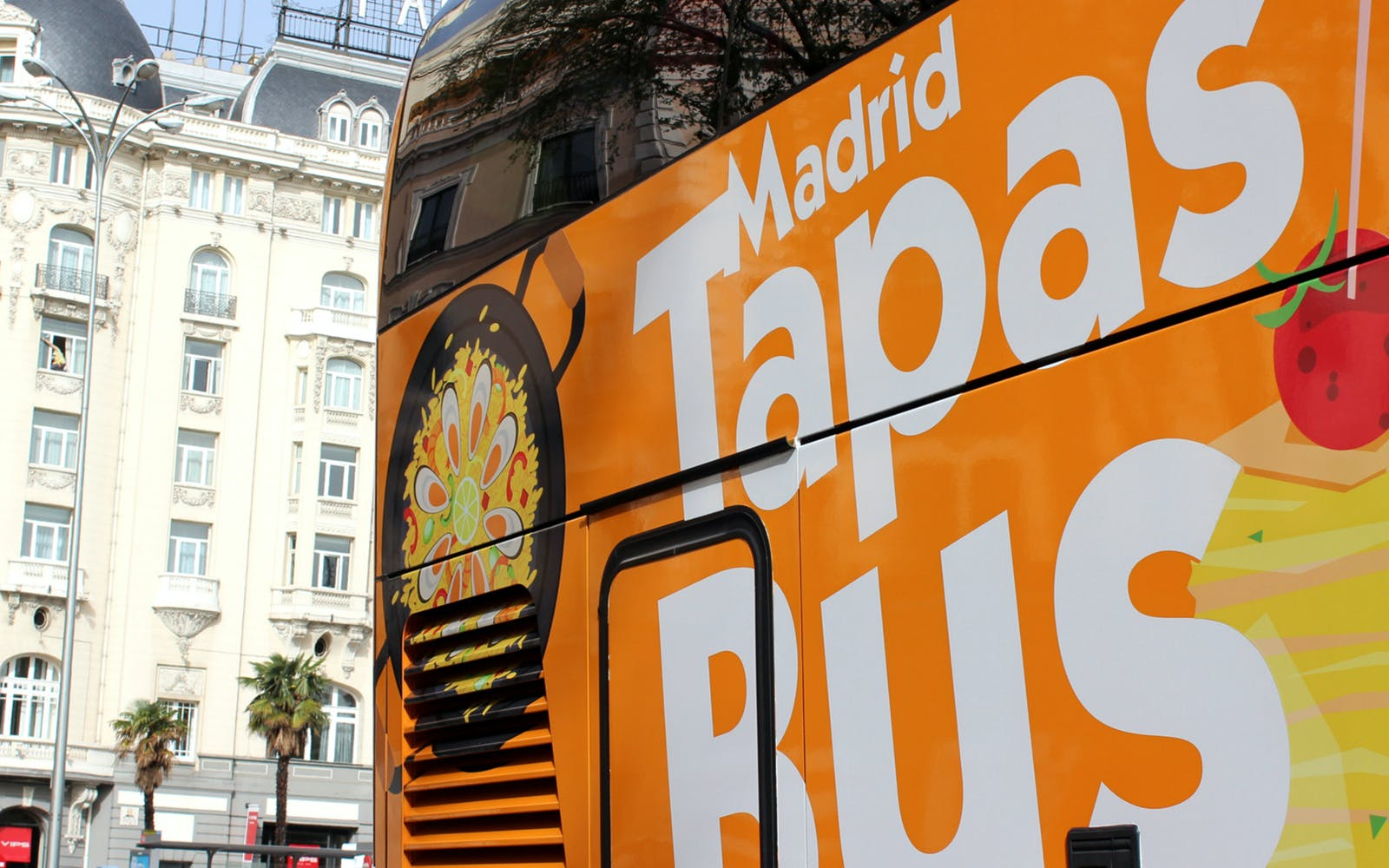 skip-the-line royal palace and touristic bus with tapas-3