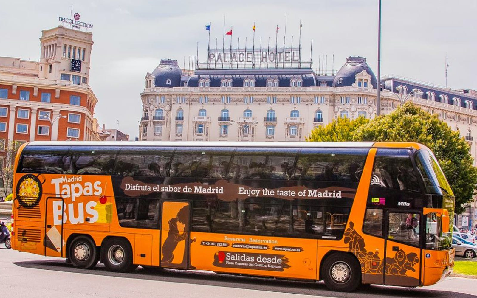 skip-the-line royal palace and touristic bus with tapas-6