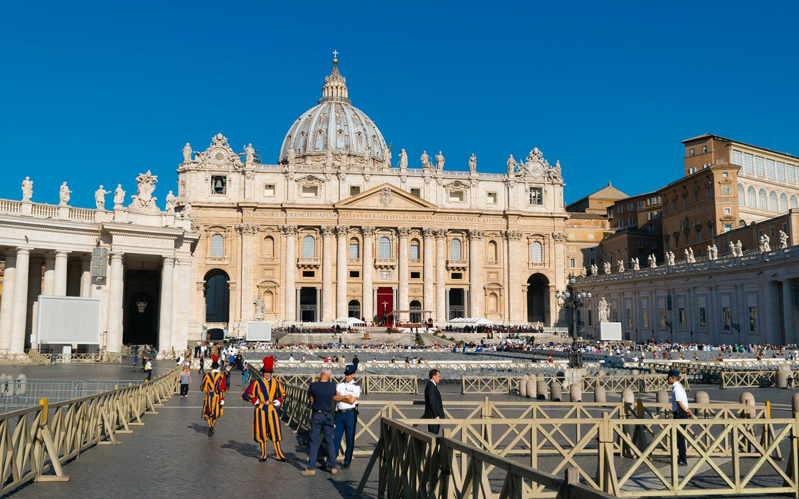 Fast Track: St. Peter's Basilica and Mosaic School Guided Tour
