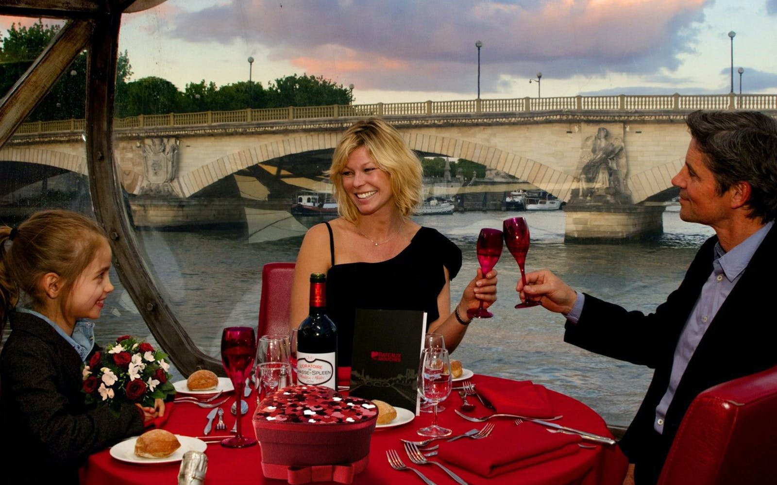 bateaux mouches late evening seine river dinner cruise with live music-3
