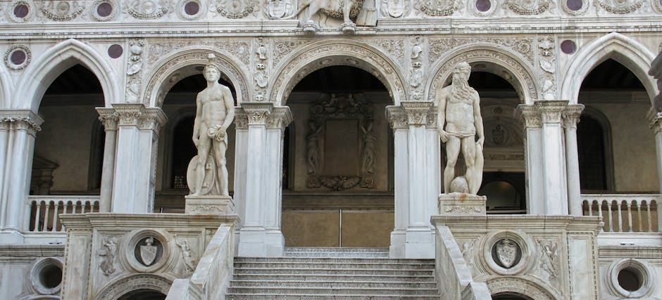 Guided Tour of The Doge's Palace + The Royal Palaces