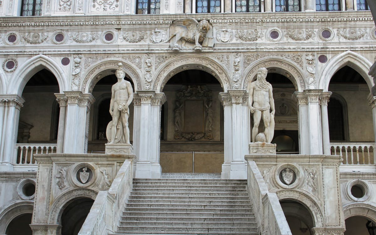 skip the line: doge's palace tickets and guide book-1