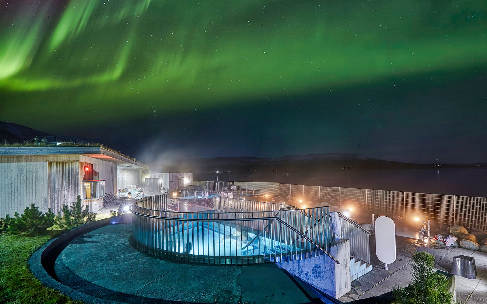 northern lights with fontana geothermal spa-3