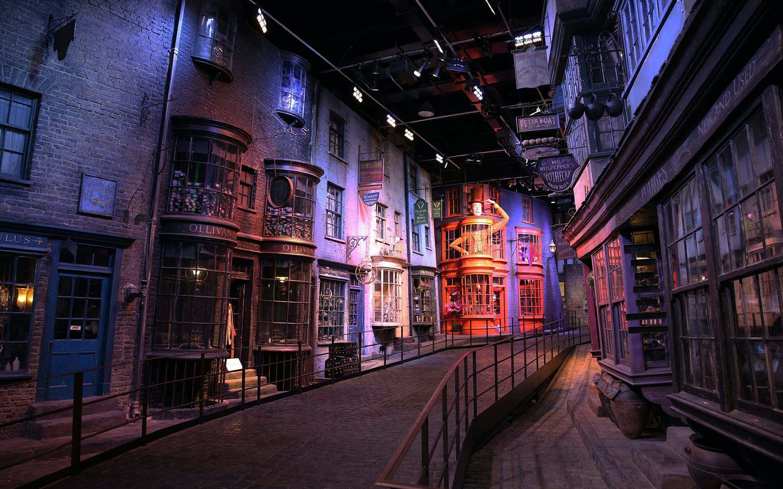 warner bros. studio tour with transfers + 4 hour hop-on hop-off london bus tour-3