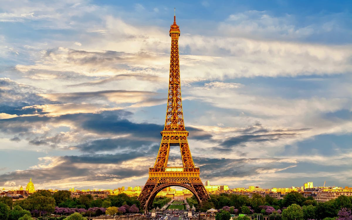 eiffel tower guided tour with interactive experience & optional summit-1