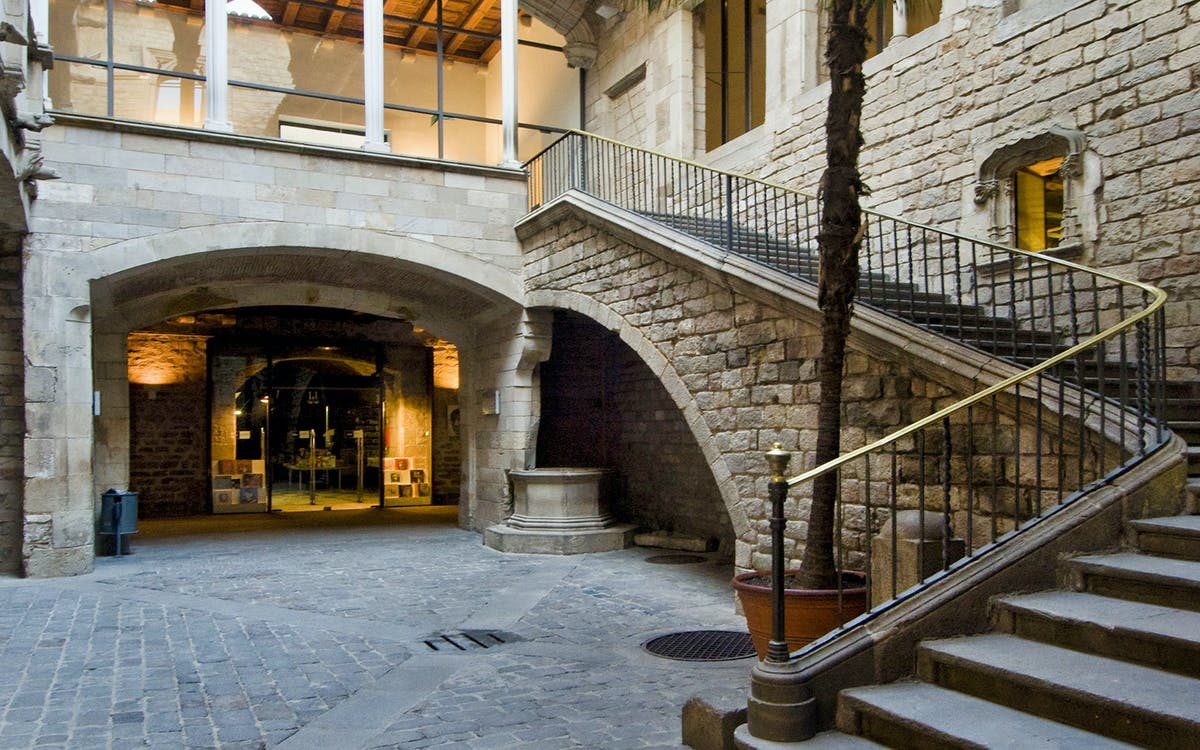 exclusive early picasso museum & gothic tour with breakfast -1
