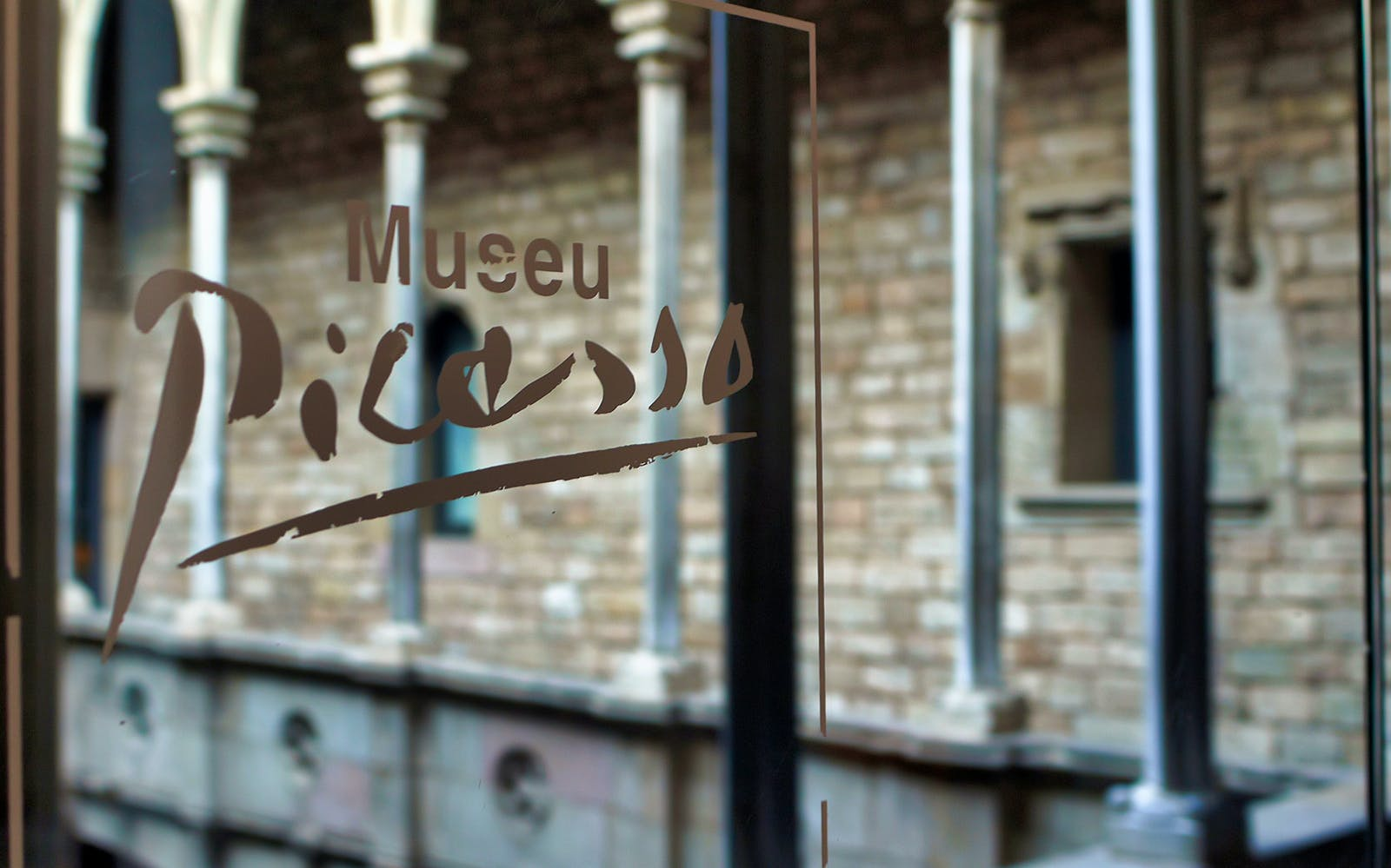 exclusive early picasso museum & gothic tour with breakfast -2