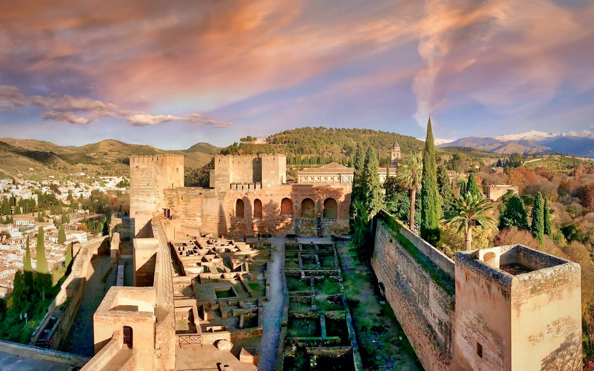 small group tour to alhambra, generalife and alcazaba + nasrid palaces-5