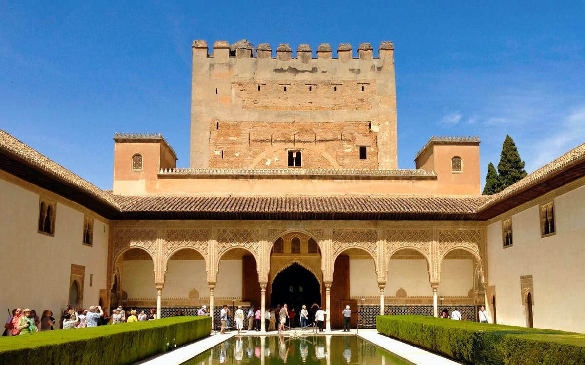 small group tour to alhambra, generalife and alcazaba + nasrid palaces-4
