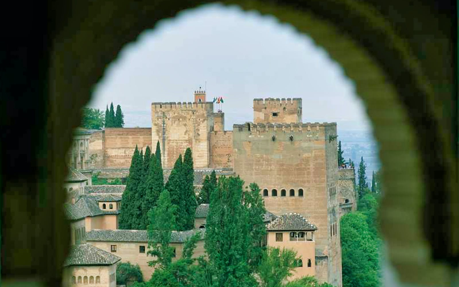 small group tour to alhambra, generalife and alcazaba + nasrid palaces-2